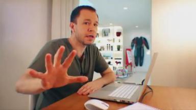 Tiago Leifert passa mensagem diretamente da sua casa sobre o BBB21