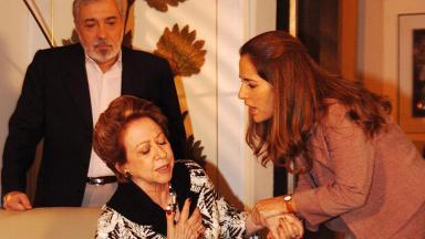 Fernanda Montenegro e Gloria Pires em cena de Belíssima