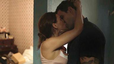 Magno e Betina se beijam