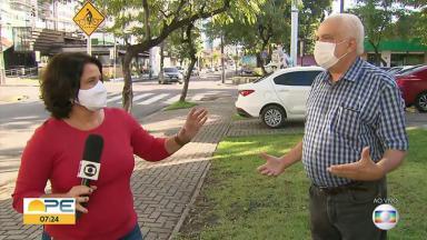 A jornalista Bianka Carvalho corrige entrevistado no Bom Dia PE, telejornal da Globo em Pernambuco