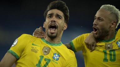 Lucas Paquetá comemorando o gol do Brasil com Neymar