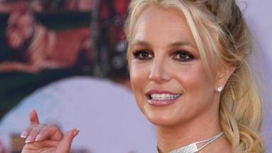 Britney Spears fazendo tchau