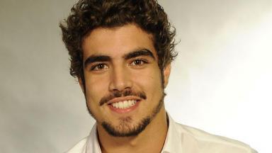 Caio Castro em foto de perfil