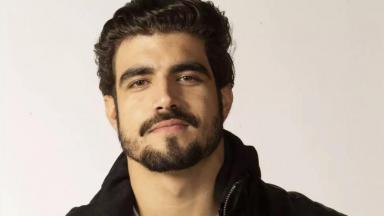 O ator Caio Castro