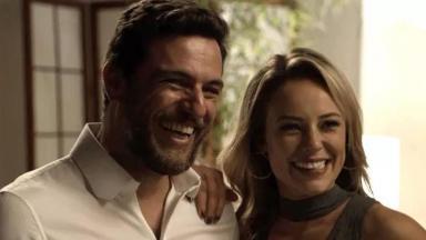 Rodrigo Lombardi e Paolla Oliveira em cena da novela A Força do Querer, em reprise na Globo
