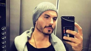 Carlinhos Mendigo posta selfie no elevador