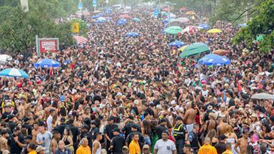 Multidão nas ruas do Rio de Janeiro