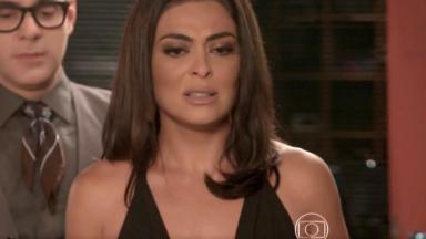 Carolina Castilho chorando