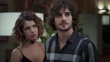 Bruna Linzmeyer e Fiuk em cena da novela A Força do Querer, em reprise na Globo