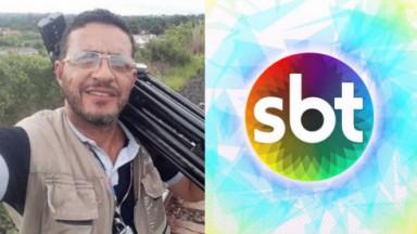 Selfie do cinegrafista segurando um tripé; Logo SBT