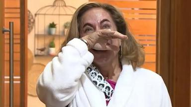Cissa Guimarães chora ao voltar para o É de Casa