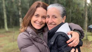 Claudia Abreu e Cássia Kis abraçadas