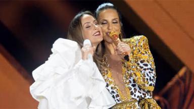Claudia Leitte e Ivete Sangalo de rostos colados