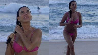Aos 69 anos, Claudia Alencar foi fotografada de biquíni na praia