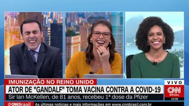 Rafael Colombo ri do erro da colega, Elisa Veeck, no CNN Novo Dia