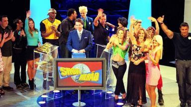 Silvio Santos no Show do Milhão com integrantes da 1° edição da Casa dos Artistas