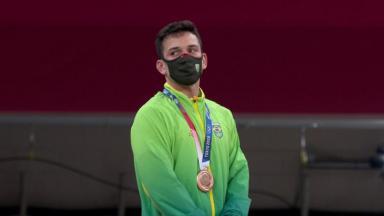O judoca Daniel Cargnin com medalha de bronze nas Olimpíadas de Tóquio