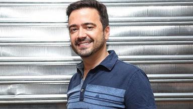 Daniel Ortiz sorrindo de polo azul