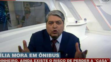 Irritado, Datena se aproxima da câmera e abre as mãos , durante Brasil Urgente