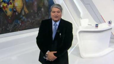 Datena sorridente durante o Brasil Urgente