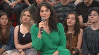 Altas Horas vai receber Débora Nascimento que relembra parto