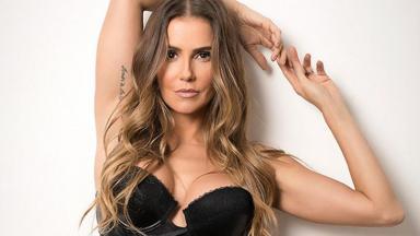Deborah Secco de lingerie