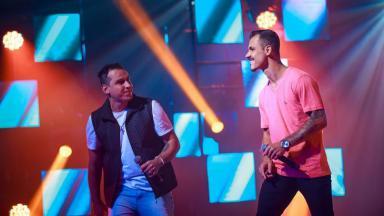 Diogo e Raí no palco do Revelações Brasil
