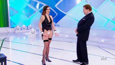 Beatriz Povreslo, a DJ Brisa, com Silvio Santos