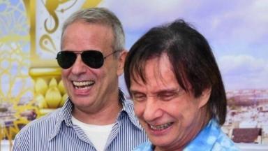 Roberto Carlos ao lado do filho Dudu Braga