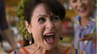 Zezé Polessa como Edinalva em cena da novela A Força do Querer, em reprise na Globo