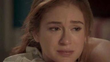 Eliza chorando em Totalmente Demais