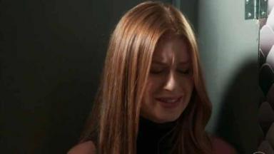 Eliza em Totalmente Demais chorando