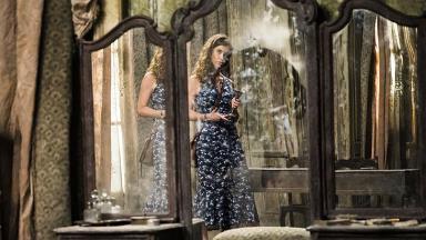 Isabel quebra espelho