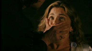Ester com Alberto em bunker