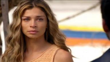 Ester olha para Cassiano com lágrimas nos olhos