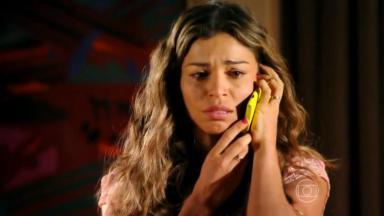 Ester ao celular, amarelo