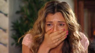 Ester chorando em Flor do Caribe