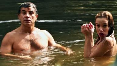 Anderson Di Rizzi e Juliane Araújo como Zé dos Porcos e Sarita em cena de Êta Mundo Bom