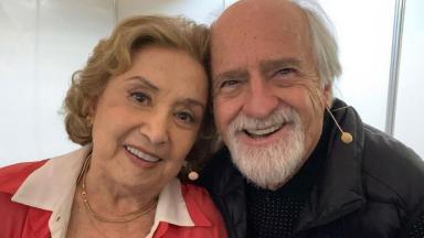 Eva Wilma posa ao lado do amigo Ary Fontoura