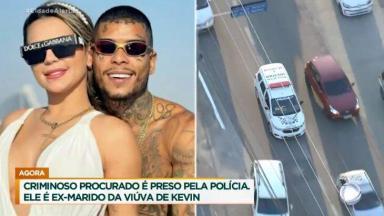 Deolane Bezerra ao lado de MC Kevin posado para foto; imagem da viatura pelas ruas de SP
