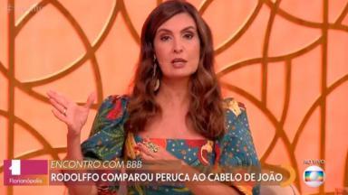 """Fátima Bernardes gesticulando enquanto apresenta o programa """"Encontro"""" na Rede Globo"""