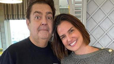 Faustão tira foto ao lado da esposa, Luciana Cardoso