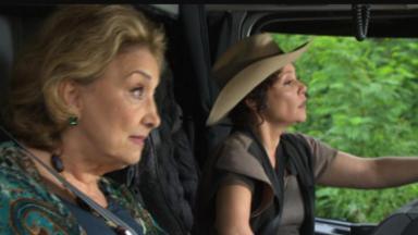Eva Wilma e Thaís de Campos como Tia Íris e Alice em Fina Estampa
