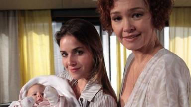 Monique Alfradique e Julia Lemmertz como Beatriz e Esther em Fina Estampa