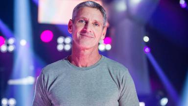 Flávio Goldemberg no palco do The Voice Kids