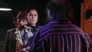 Cena de Triunfo do Amor com Bernarda de frente para Escorpião, que está de costas e, atrás dela, Rodolfo