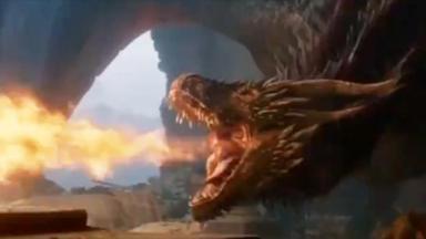 Dragão cuspindo fogo