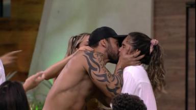 Participantes trocaram beijos durante o BBB20