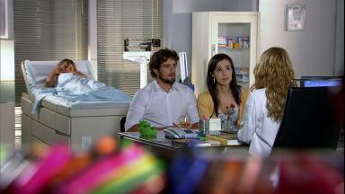 Cena de A Vida da Gente com Manu e Rodrigo falando com médico