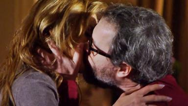 Celina e Lourenço se beijando
